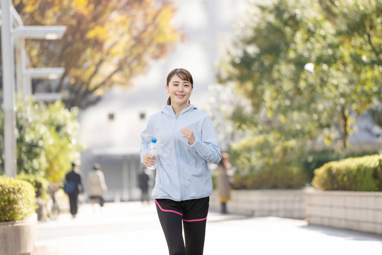 歩くことも手軽な有酸素運動!取り組みやすいウォーキングで健やかに