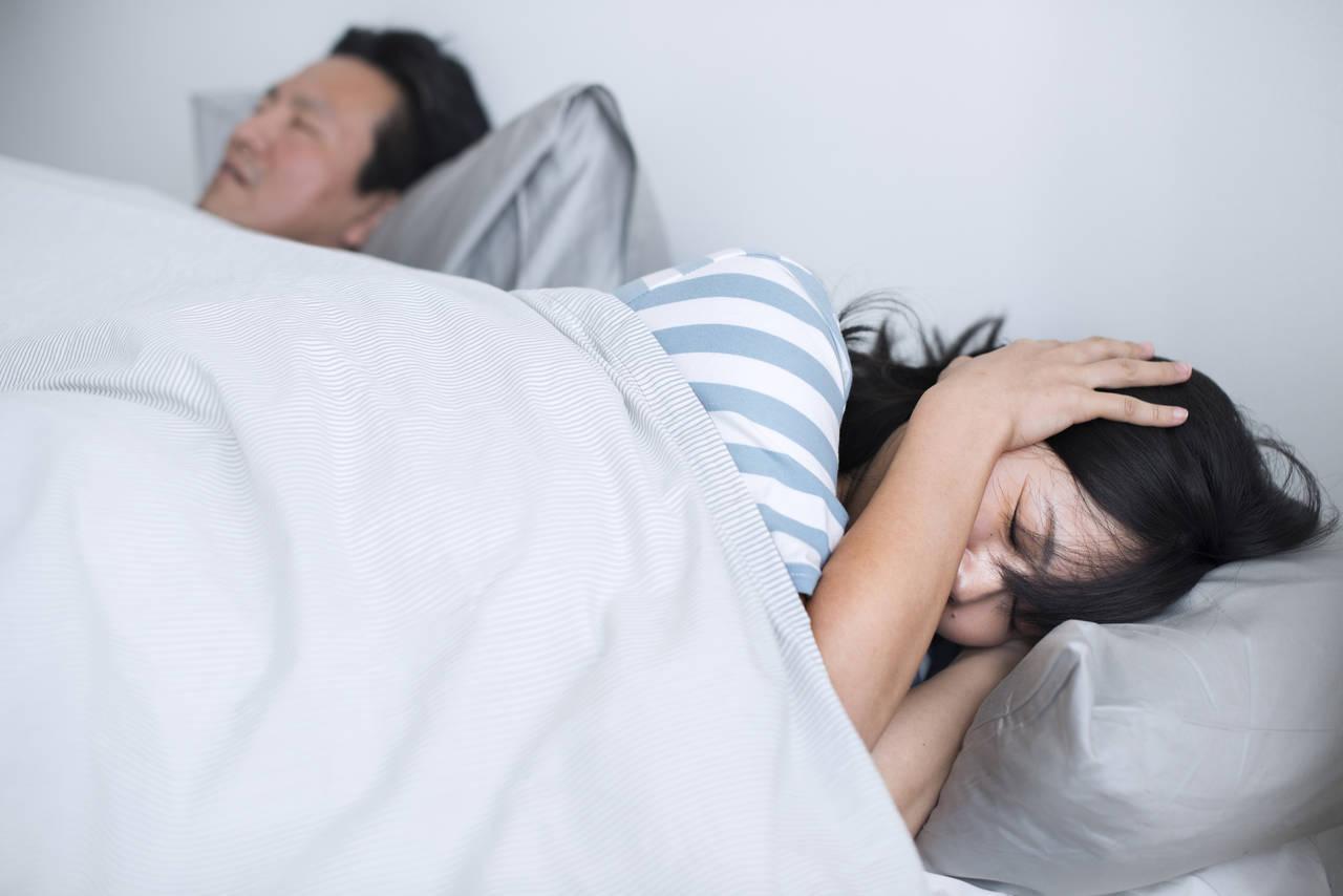 パパのいびきがうるさくて眠れない!原因や対策と病院に行く目安とは