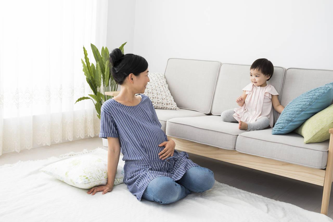 年子の抱っこはどうしてる?妊娠中や出産後の注意点などご紹介