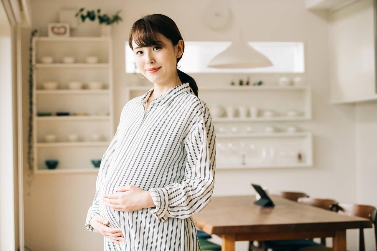 妊婦は毎日正しい姿勢でいよう!体に負担をかけない姿勢や注意点