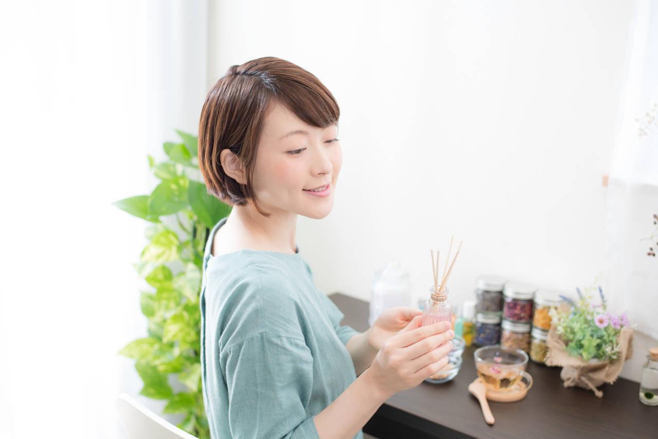 部屋の臭いにおいを消して快適な生活を!効果的な消臭グッズや対策法