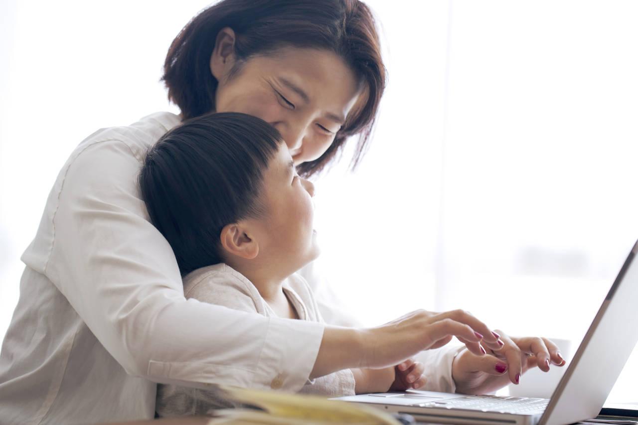 ママにもホームページ制作はできる?制作方法とその将来性について