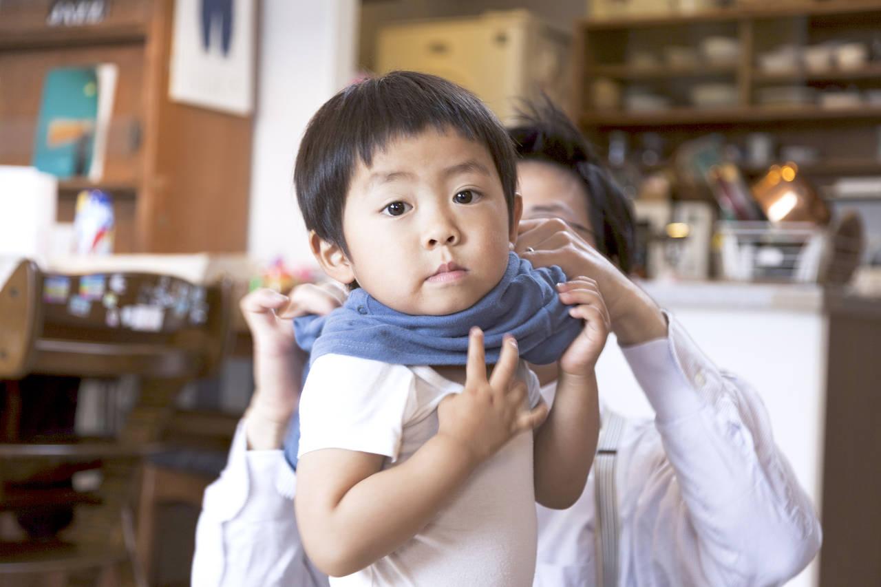 秋の幼児の肌着は何を着せる?気温に合わせた肌着選びや着せ方のコツ