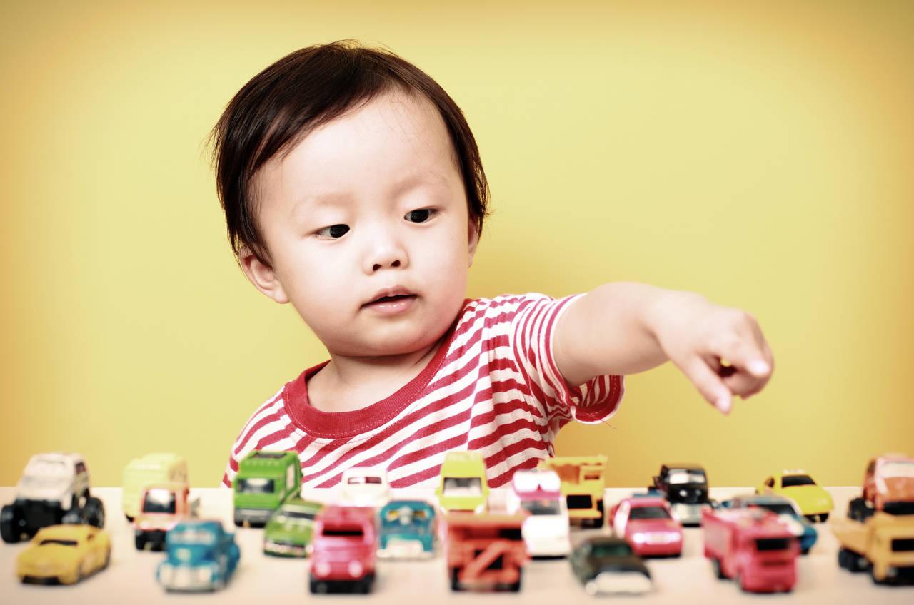 走るおもちゃの定番ミニカー!子どもを惹きつけるその魅力と遊び方