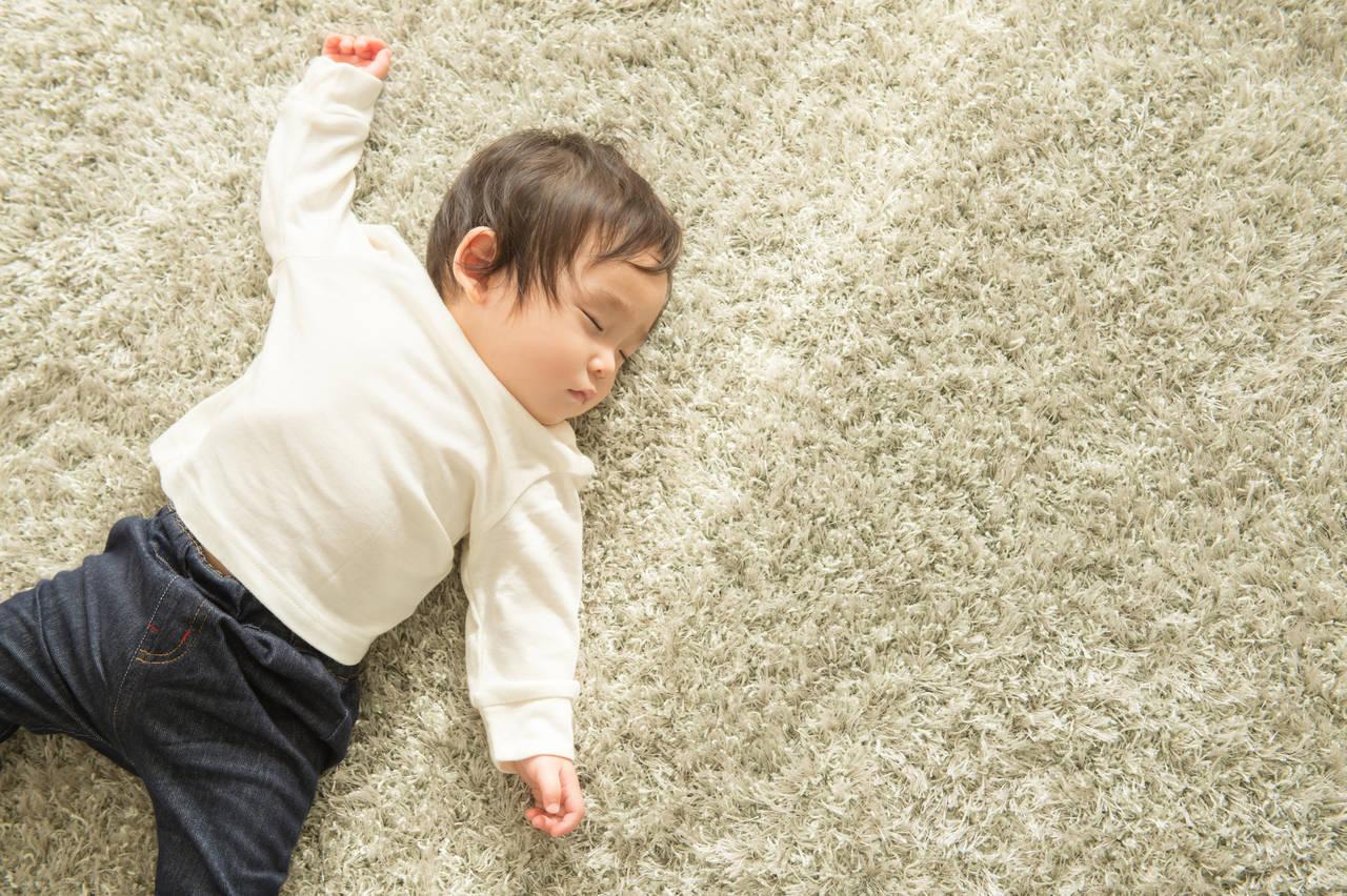 赤ちゃんの寝相が悪い理由とは?対処方法や寝るときの注意点を紹介