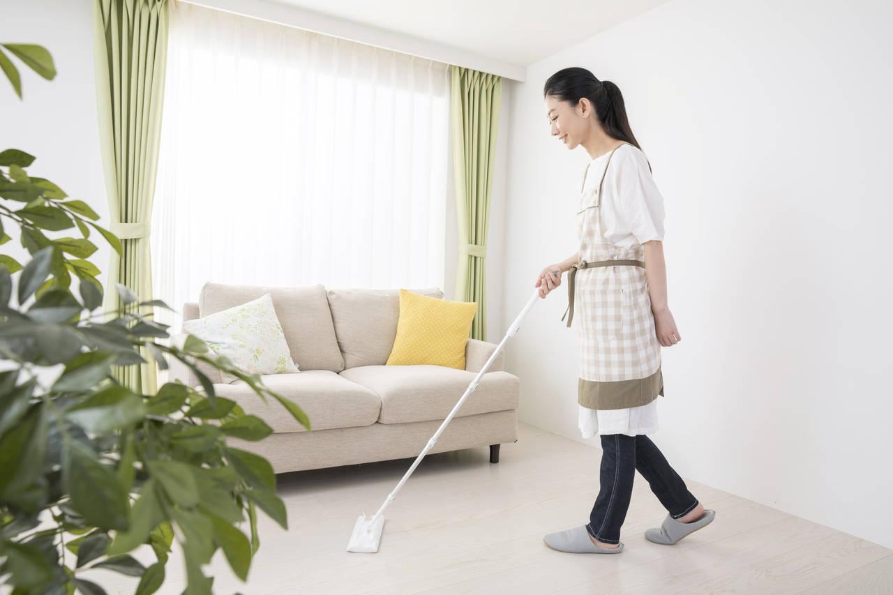 リビングをきれいに掃除しよう。掃除用品や掃除が楽になる工夫
