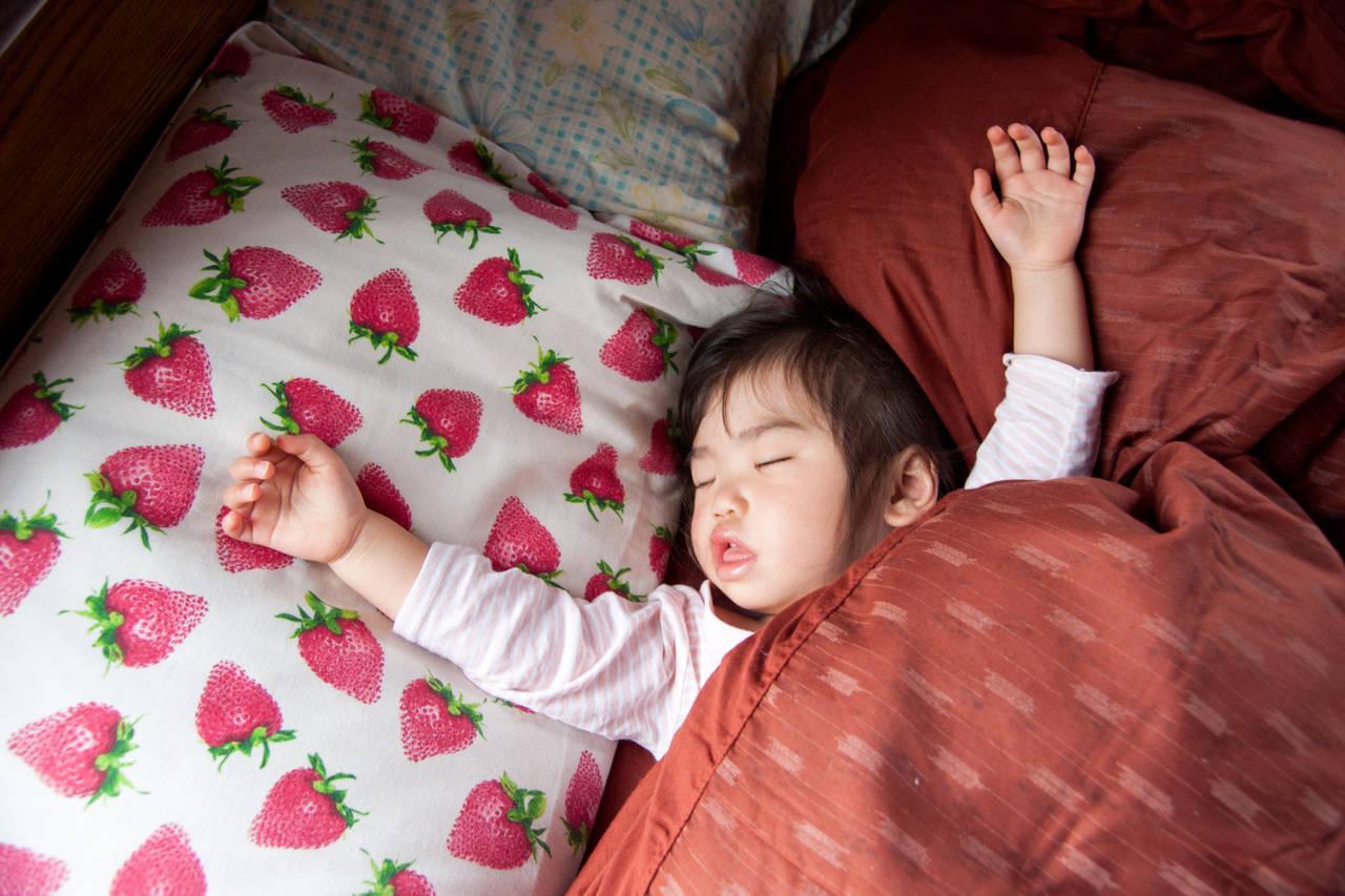 子どもの寝相が悪い原因を知ろう!睡眠中の自由な大暴れは健康の証