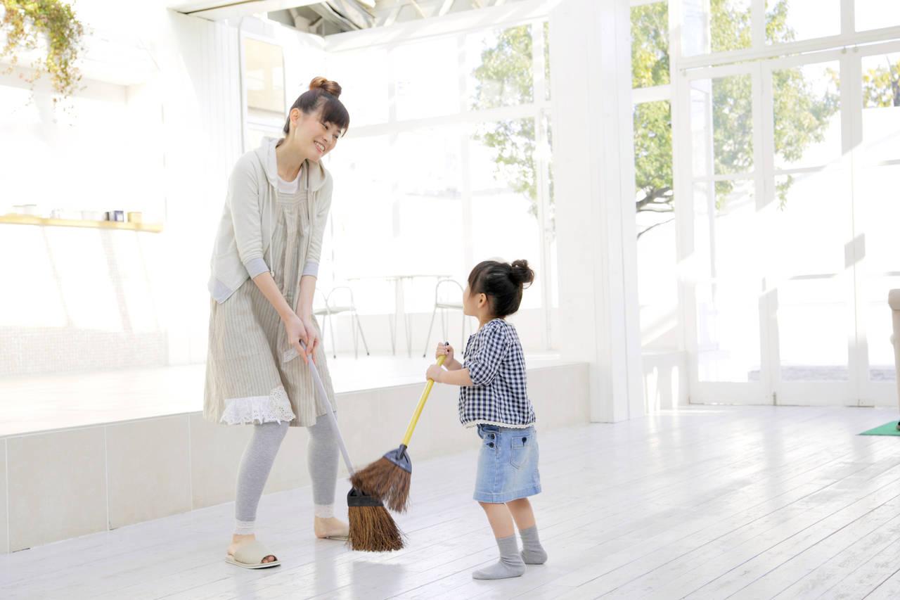 掃除は子どものしつけにつながる!楽しみながらできる方法や心がけ