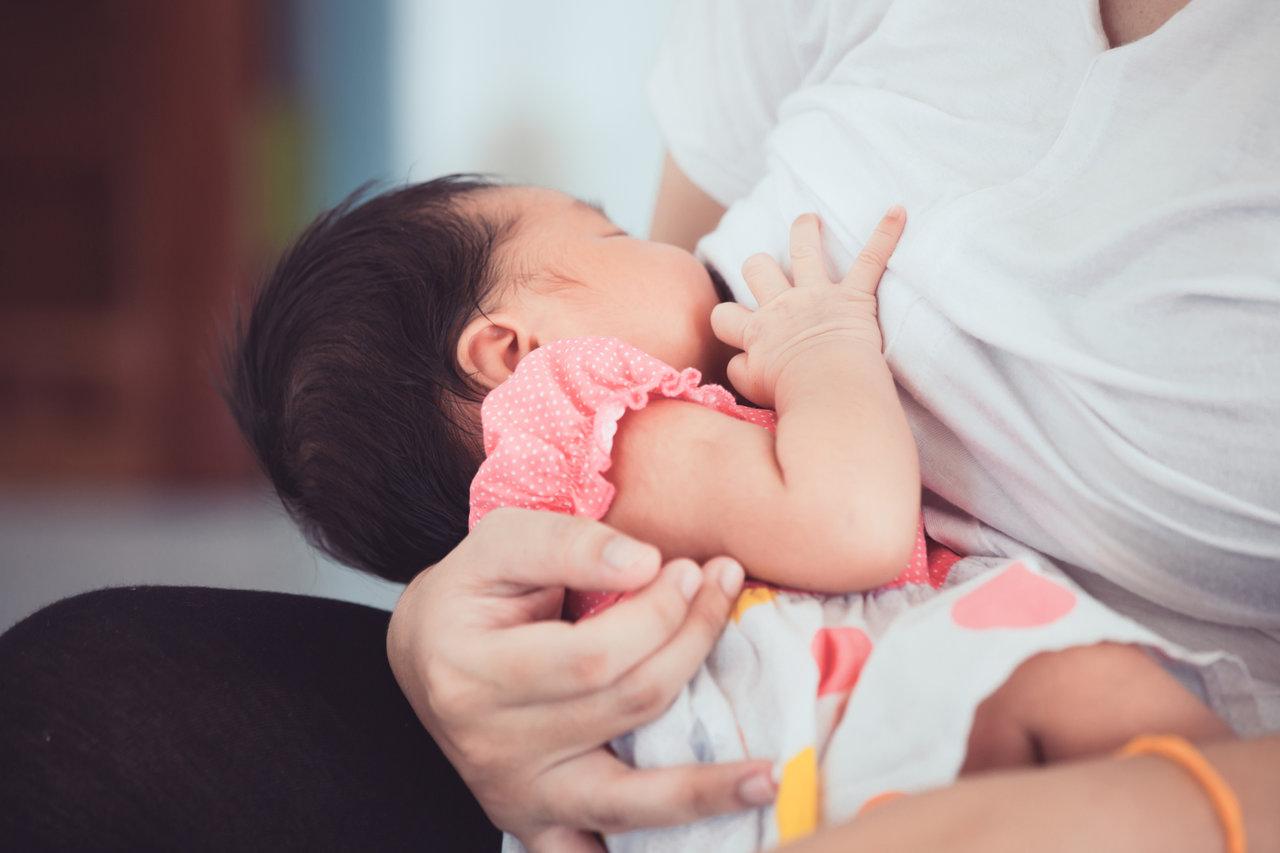 便利な授乳グッズを活用しよう!スムーズな授乳を助けるアイテムとは