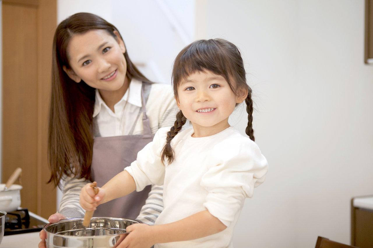 子どもと一緒にお菓子作りをしよう!楽しく作るコツや簡単アイデア