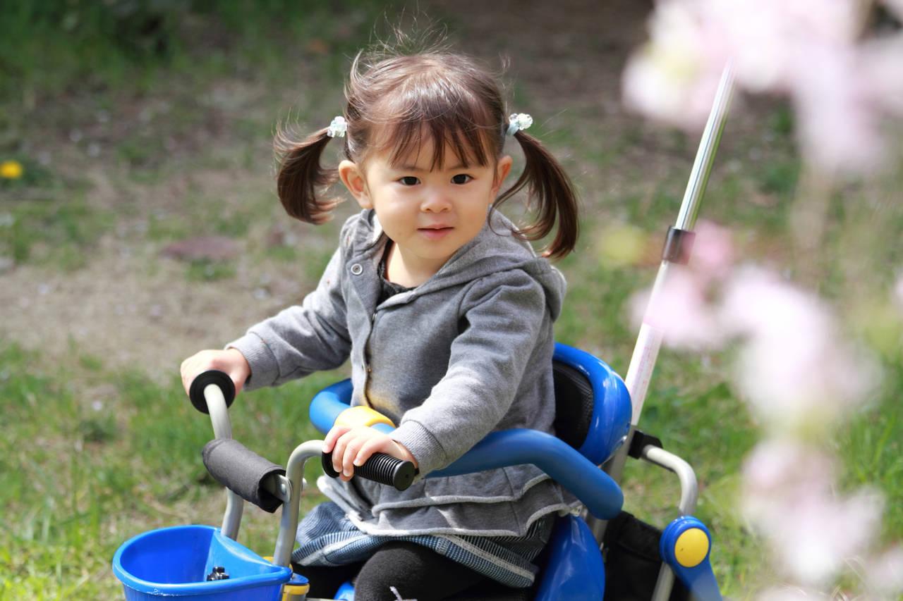 三輪車は幼児のバランス感覚を鍛える!短い間でも満足する三輪車選び