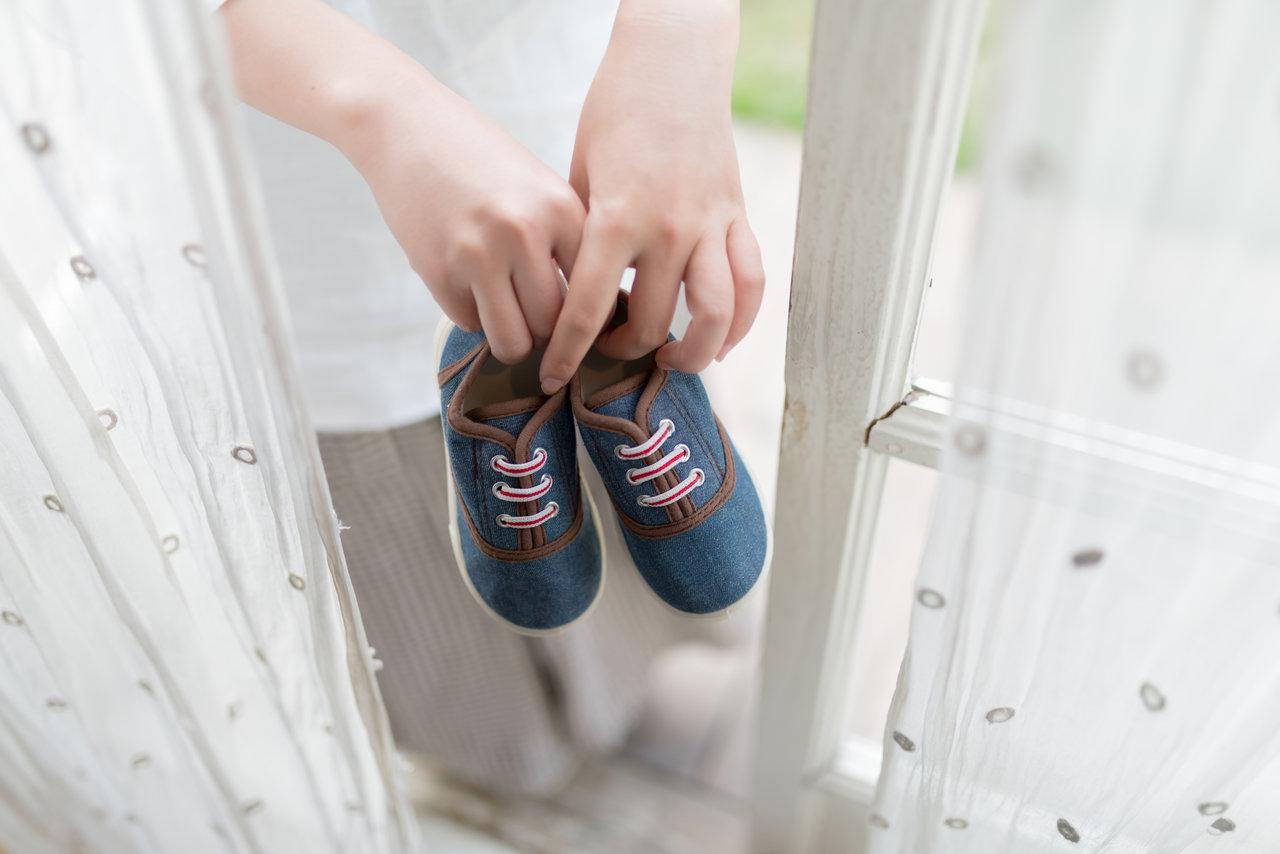子どもの靴をつけ置き洗い!注意点や方法と頑固な汚れへの対策