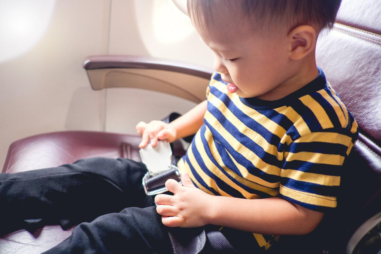 子どもはひとりで飛行機に乗れる?ワクワク一人旅を応援するサービス