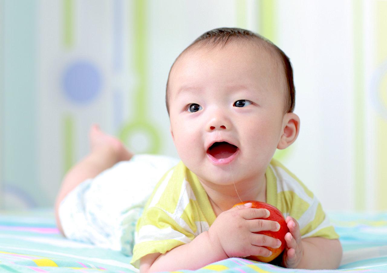 赤ちゃんにりんごはいつからOK?調理方法やアレルギーについて
