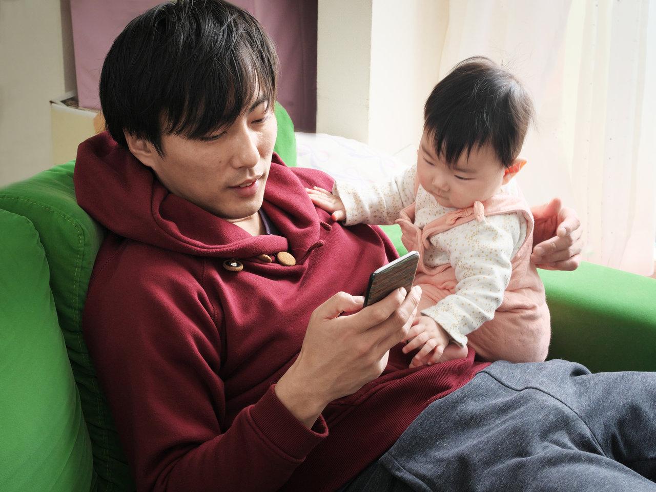 パパは会話よりもスマホ重視?ママの不満が解消するスマホパパ改善法