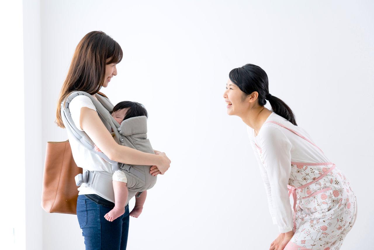 抱き癖に対する保育園の見解とは?抱っこが好きな子どもへの接し方