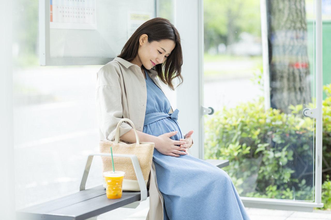 妊娠22週はお腹の変化を感じる時期。不快な症状を和らげる方法とは