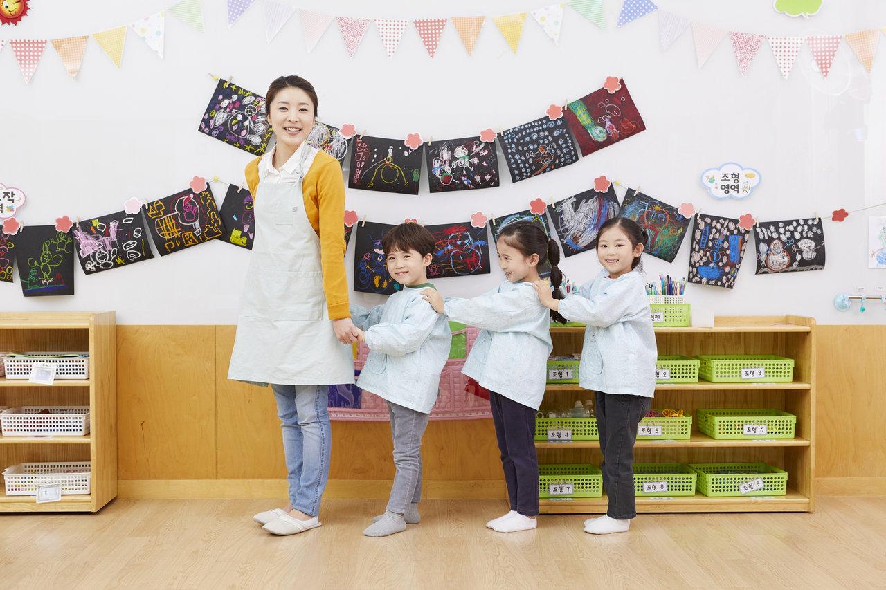 幼稚園の先生へのプレゼントは何がよい?決め方からおすすめの品まで