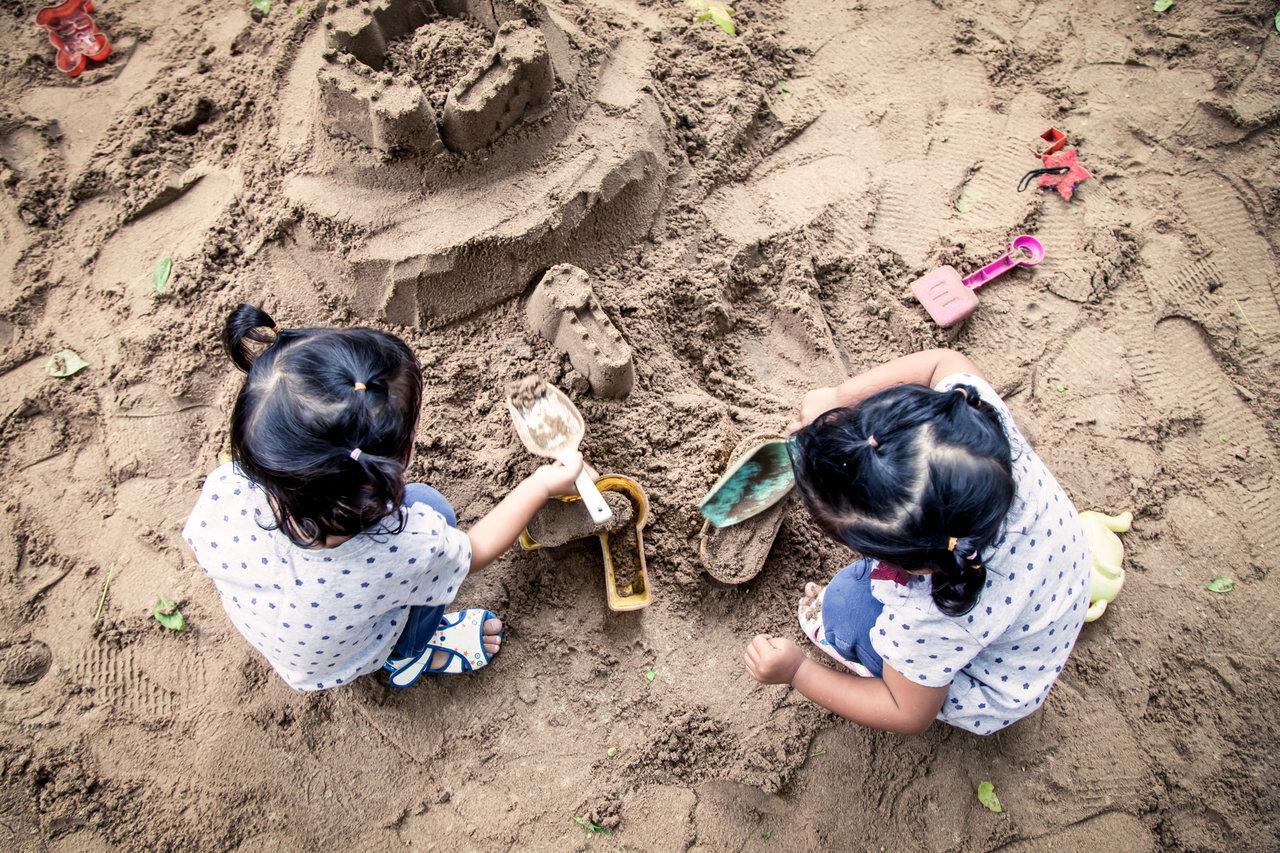 服や手についた土汚れの落とし方。土遊びの後は綺麗に洗って衛生的に