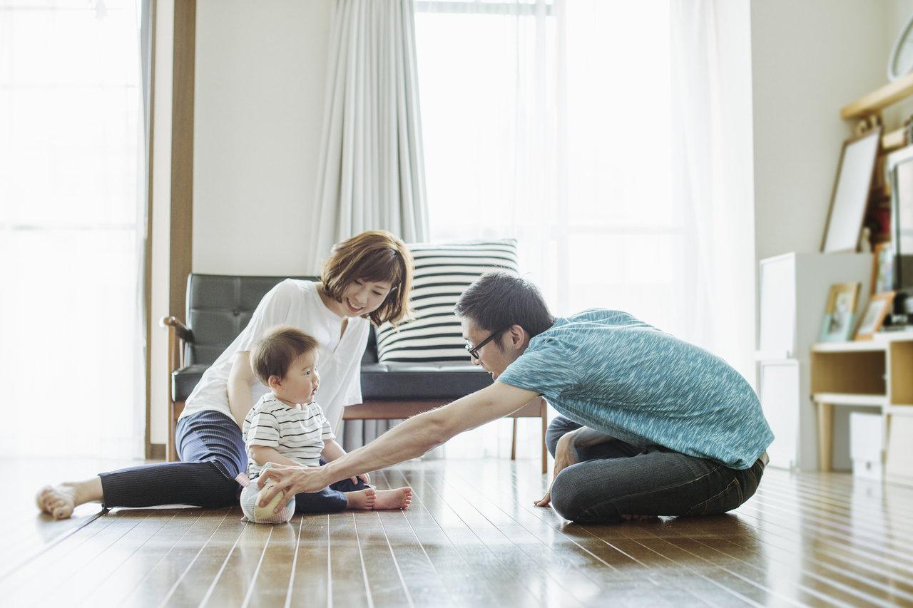 赤ちゃんがひとりで座るのはいつ?時期の目安や練習の必要性について