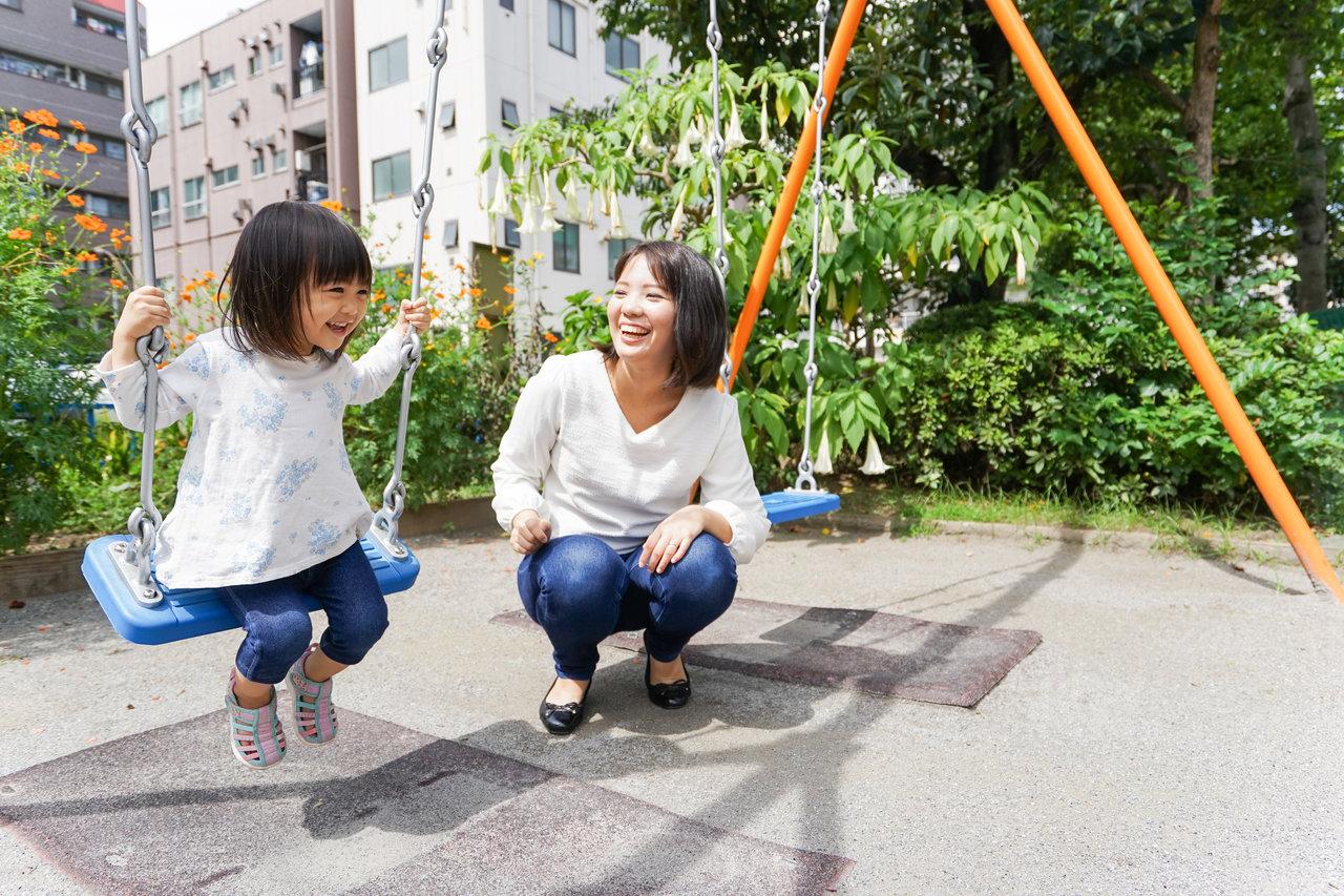 スポーツブラで仕事や育児中も快適!アクティブママが楽に過ごす方法