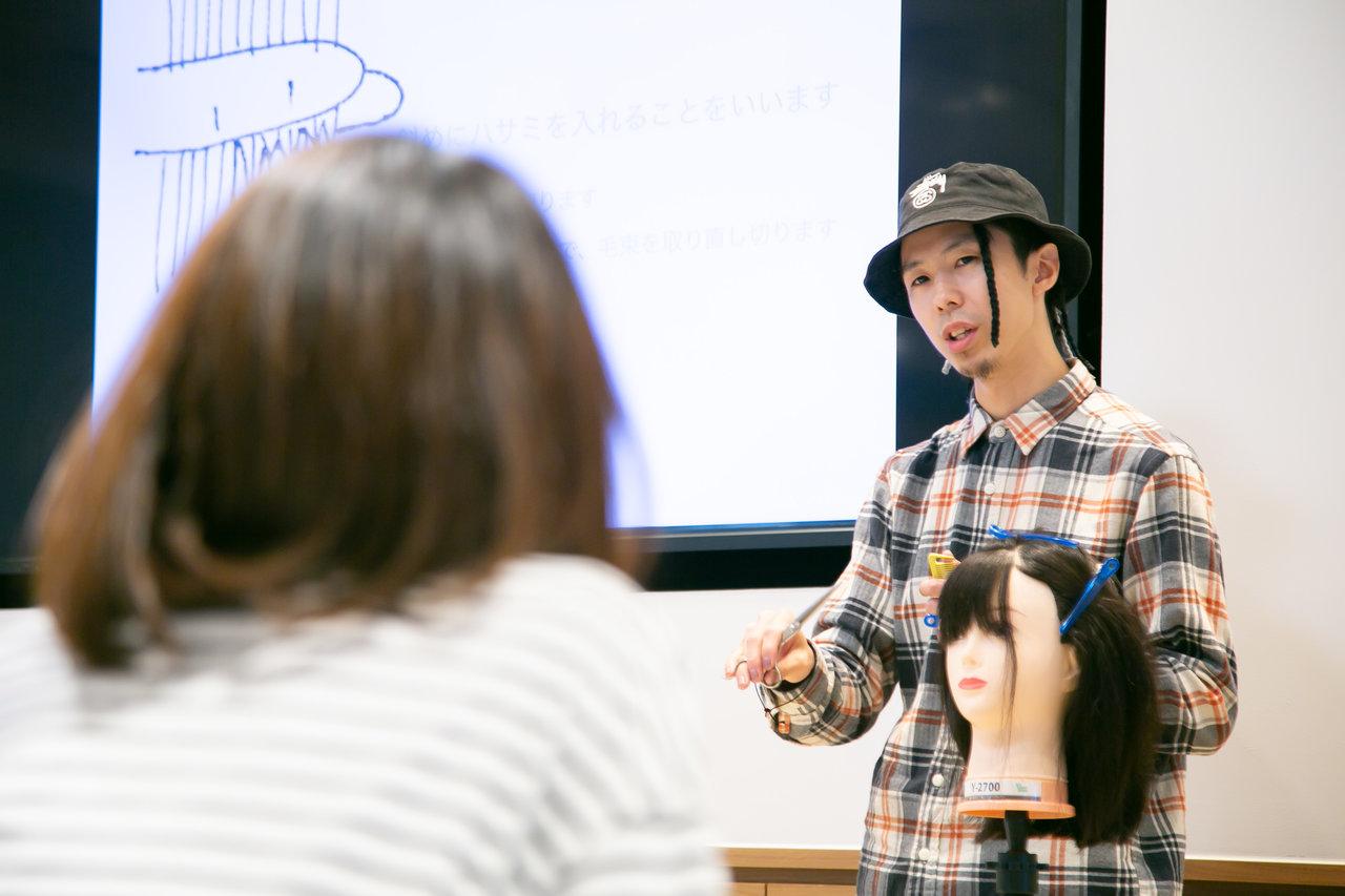 現役美容院店長が教える自宅でできる子どもの前髪カット講座を取材!