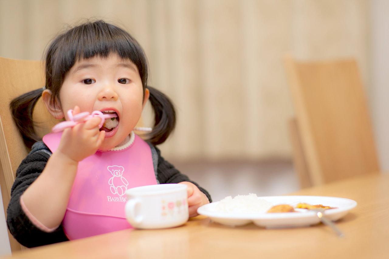 子どもの握り箸を直したい!正しい持ち方を身につけるコツ