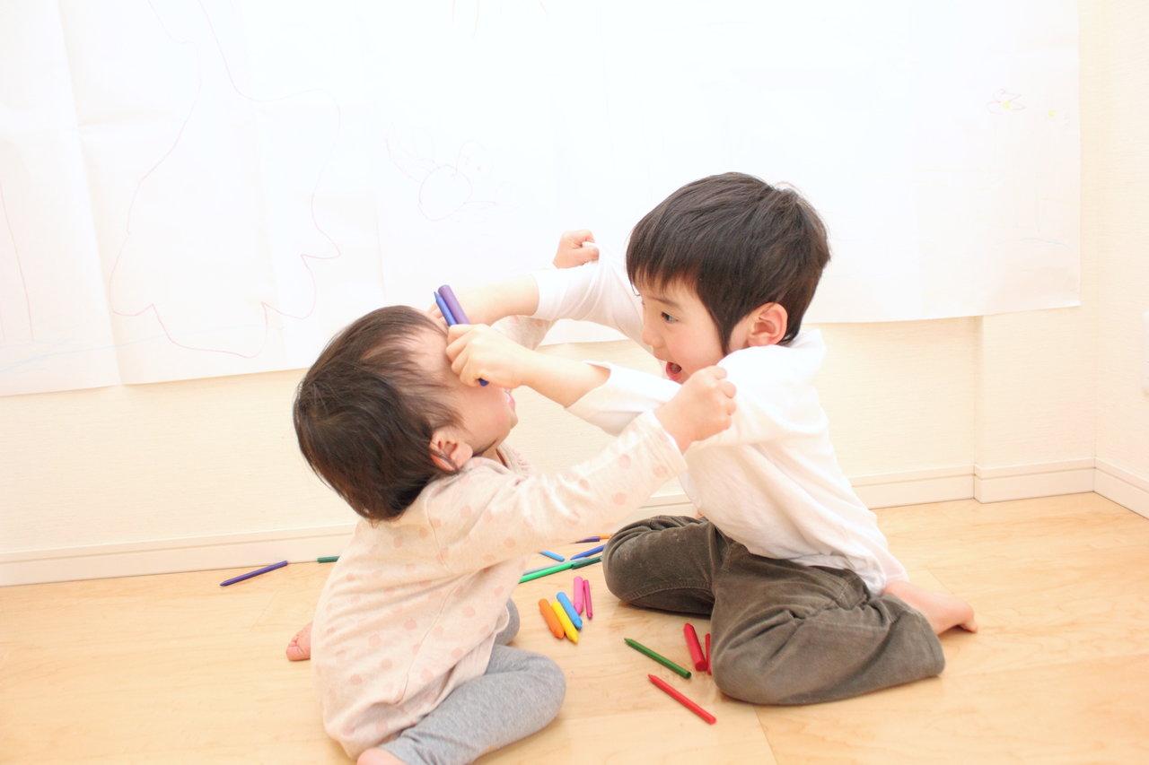 兄弟喧嘩への適切な対応とは?ママはいつも中立な立場を心がけよう