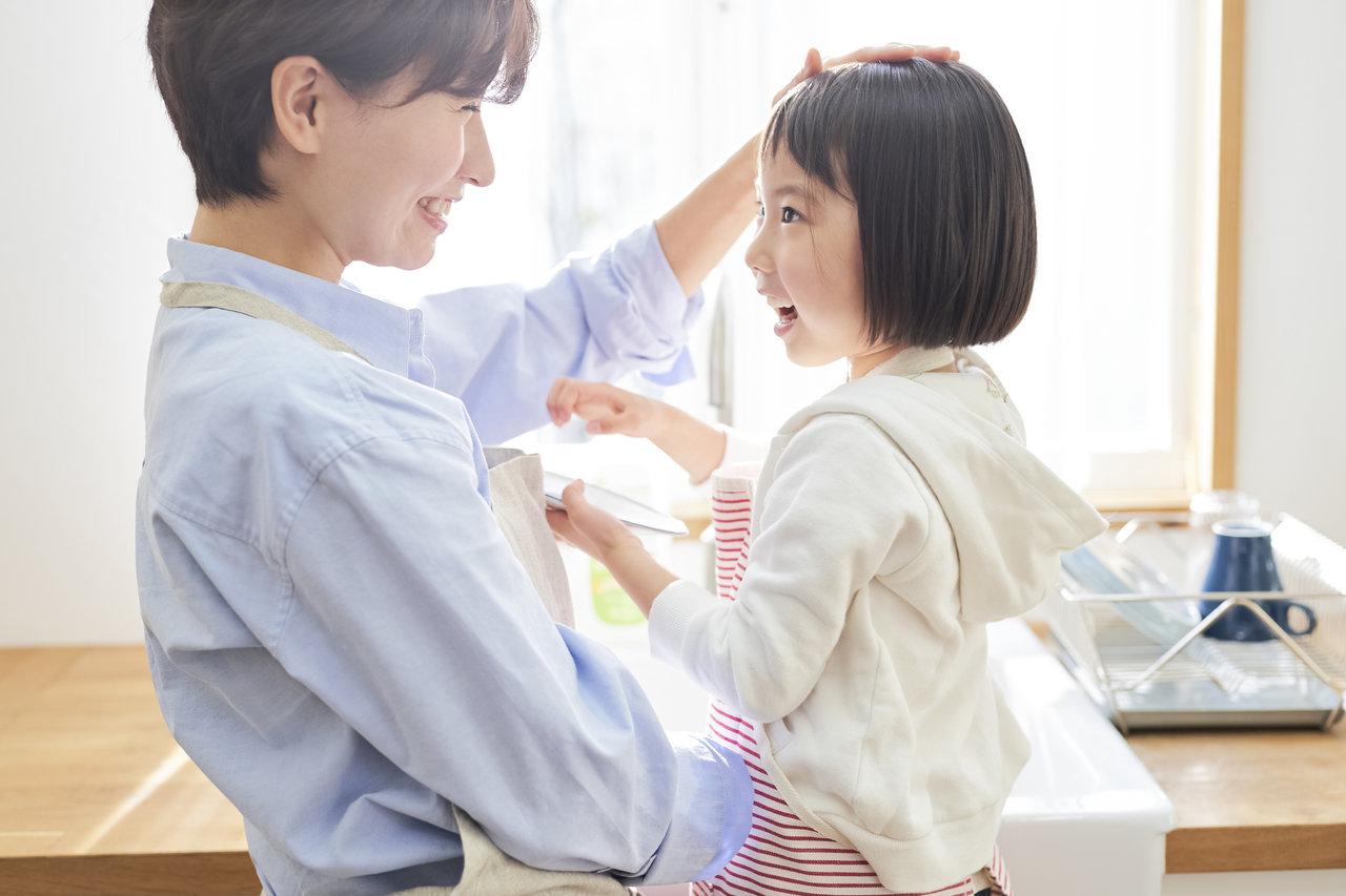 褒めることで自己肯定感が育まれる!幼児期の心の土台をつくる褒め方