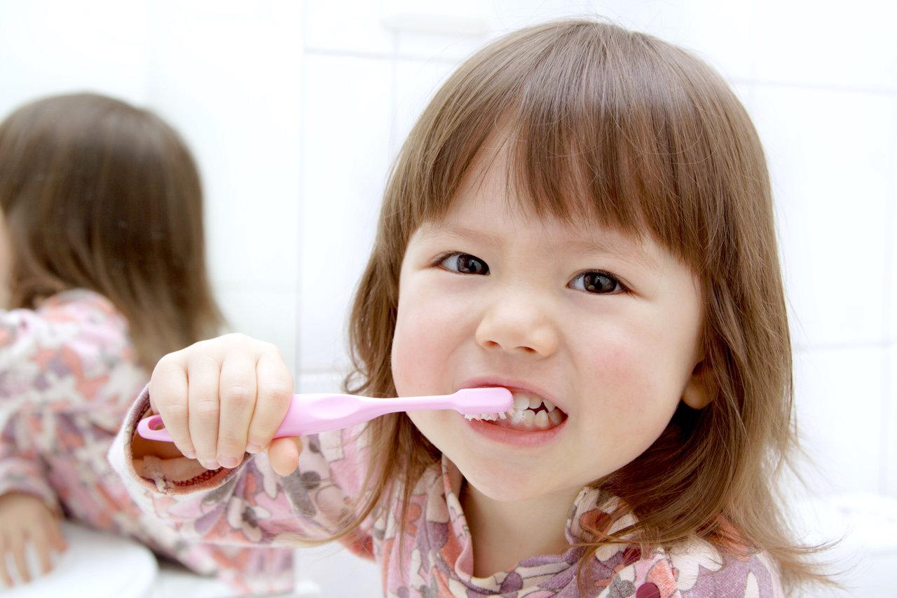 歯磨きのしつけはどう進めるのがよい?子ども目線で習慣化を促そう