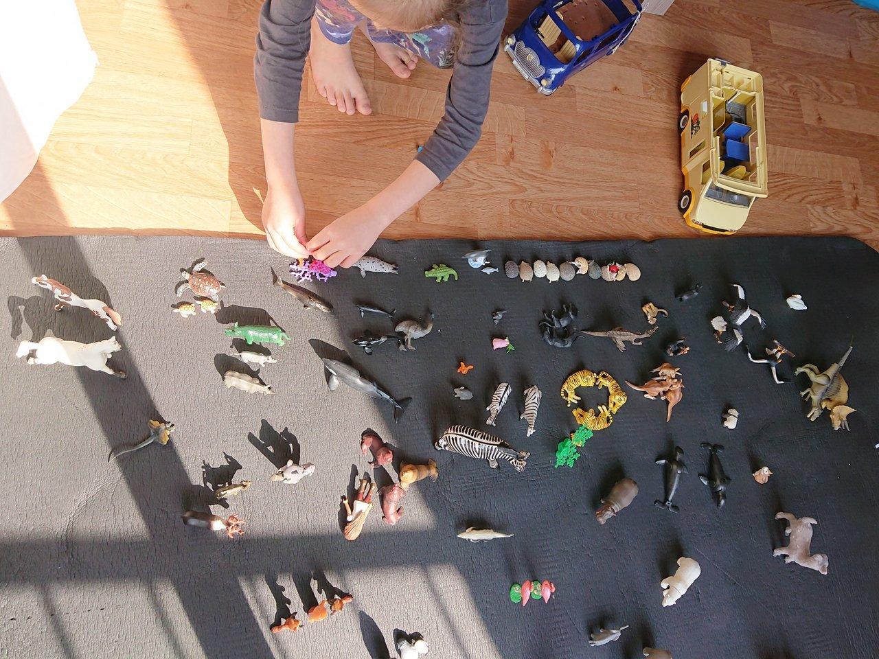 自粛生活下での散らかり問題。5~6歳児と考えるストレスフリーな片付け