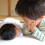 幼児の赤ちゃん返りの対応とは?兄弟仲を悪くしないためにできること