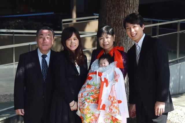 31326c422cd9e 赤ちゃんと神社へ初めてのお宮参り。時期や服装、マナーをご紹介 ...