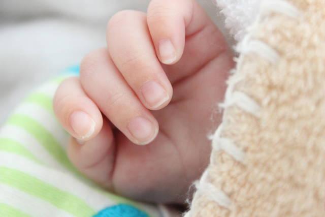 568b9a9840e19 1歳児の爪の切り方はみんなはどうしてる?スムーズに爪を切る方法 ...