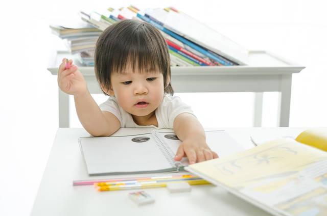 家庭でできる内容から英才教育を始めよう。方法やメリットと注意点