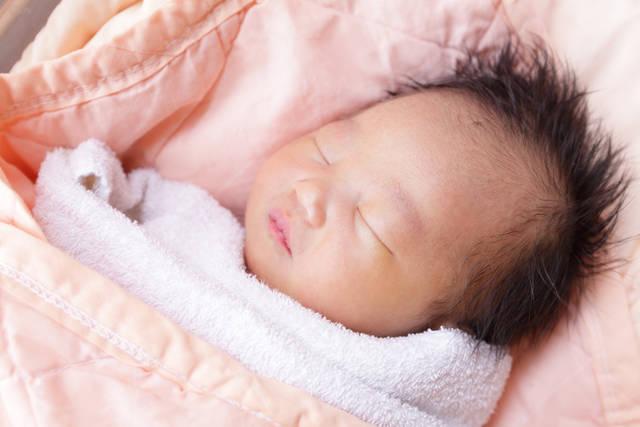 867e58a0d1c9c 赤ちゃんが寝るときは注意が必要!寝る場所や服装などでの注意点 ...