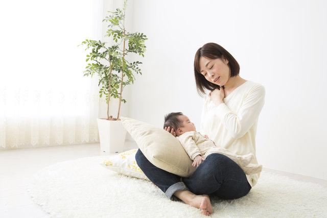 悪い姿勢と肩こりに悩むママ向け!原因と改善法を知って体をラクに ...