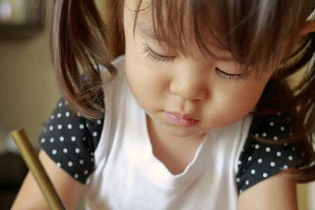 子どもはなぜ落書きするの?落書きの心理と予防法、消す方法 - teniteo[テニテオ]