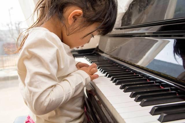 子どものピアノレッスンは何歳から?効果やスクール選びのポイント術 - teniteo[テニテオ]