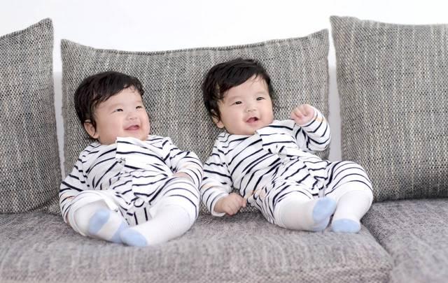 初めての子どもは双子の男の子。双子を迎える準備と育児のポイント - teniteo[テニテオ]