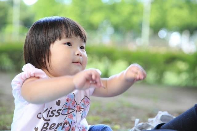 1歳の子どもと手遊びしよう!親子で楽しめるおすすめの手遊び  - teniteo[テニテオ]
