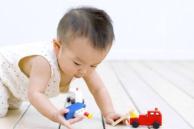 男の子が喜ぶおもちゃは? 子どもの年齢別おすすめおもちゃ - teniteo[テニテオ]