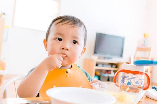 カミカミ期の手づかみ食べのメリットは?食べやすいレシピとポイント - teniteo[テニテオ]