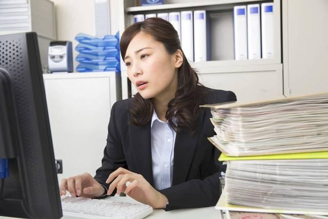 つわりで仕事を休む基準は?職場への伝え方や気をつけたいこと - teniteo[テニテオ]
