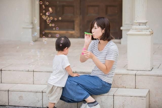 シャボン玉を赤ちゃんと楽しもう!気になる安全性や誤飲時の対処法 - teniteo[テニテオ]