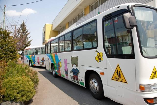 幼稚園のバスが見えると号泣するのはなぜ?笑顔で見送るための対処法 - teniteo[テニテオ]