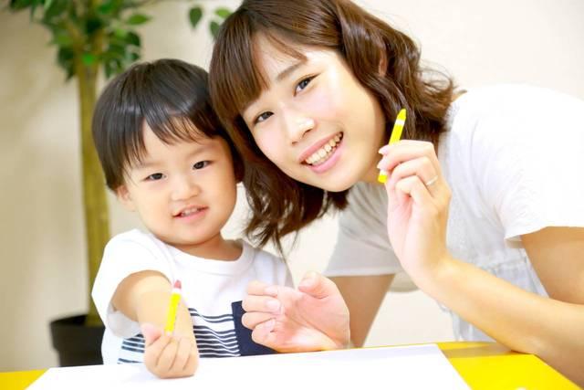 1歳児のクレヨン遊び!幼児期のクレヨン遊びで知っておきたいこと - teniteo[テニテオ]