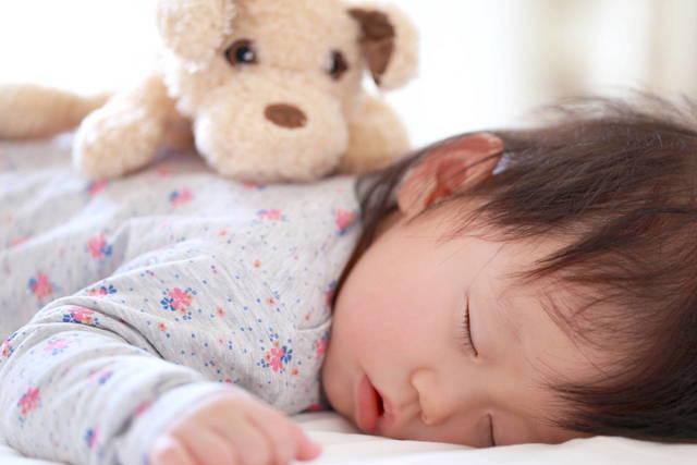 1歳児の寝かしつけを見直そう!スムーズに入眠するためのコツを紹介 - teniteo[テニテオ]