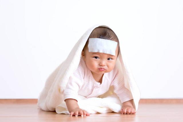 乳児の急な発熱に慌てない!病院受診の目安と自宅ケアの方法 - teniteo[テニテオ]