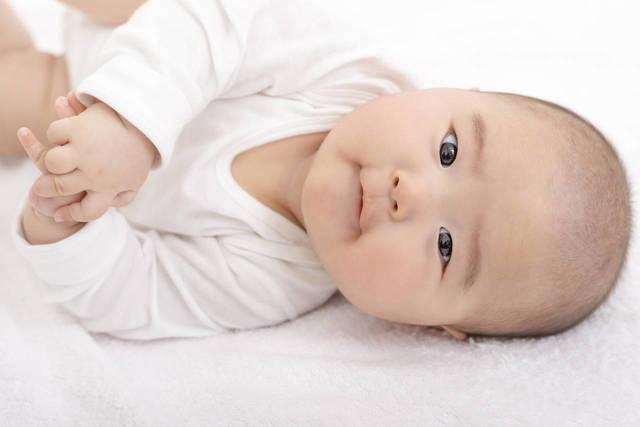 赤ちゃんが安全に転がれる環境を作ろう!安全対策やアイテムのご紹介 - teniteo[テニテオ]